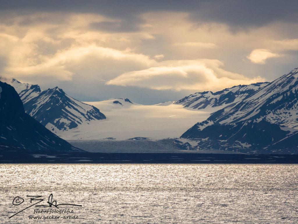 becker-art Natur Spitzbergen Svalbord Himmel Wolken Berge Meer Gletscher