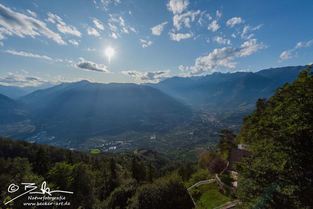 becker-art Südtirol Berge Meran Himmel Sonne